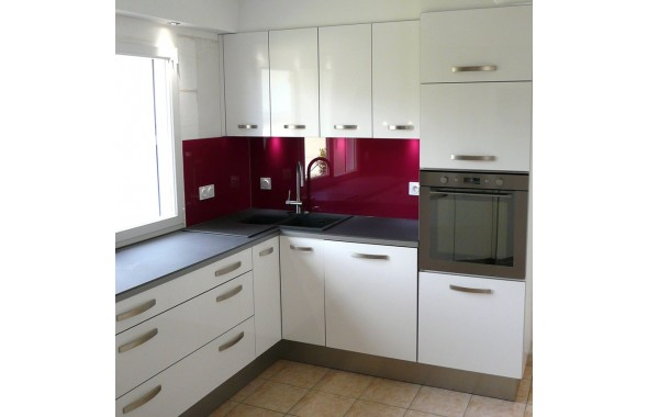 mod le metz en stratifi blanc brillant cuisines contemporaines argoat cuisines. Black Bedroom Furniture Sets. Home Design Ideas