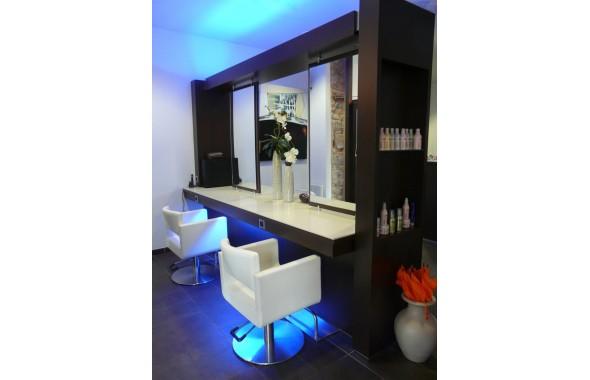 Agencement d 39 un salon de coiffure professionnels - Agencement salon de coiffure mobilier ...